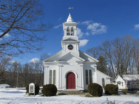 churches in trumbull ct