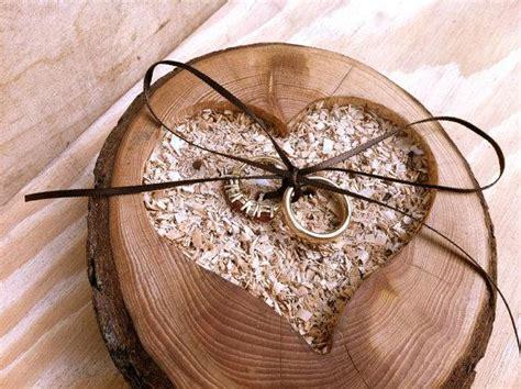 decoraci 243 n bodas vintage corazones de madera de colores wedding ideas rustic wedding ring pillows weddbook