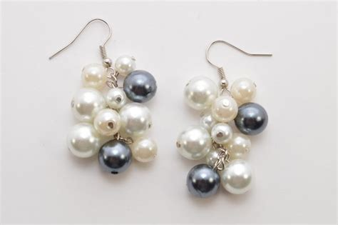 a better place to bead easy tutorial on pretty pearl cluster earrings