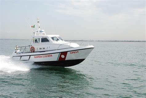 capitaneria di porto ostia fiumicino barca affonda davanti al vecchio faro in 6