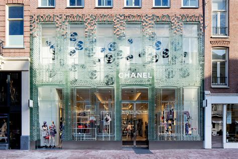 home design stores amsterdam the fa 231 ade in glass for chanel in amsterdam by mvrdv