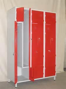 armoire en metal occasion cuisine armoire rangement en metal armoires avec portes tikamoon casier vestiaire industriel