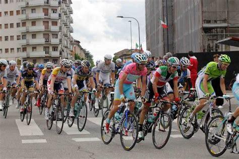 d italia piacenza il giro d italia torna nel piacentino appuntamento il 19