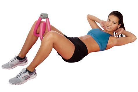 esercizi per le cosce a casa attrezzi fitness per allenare gambe e glutei in casa