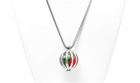holiday ornament necklace allfreejewelrymaking com