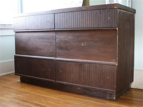 How To Refurbish An Dresser by How To Refurbish An Dresser Using Stain And Paint