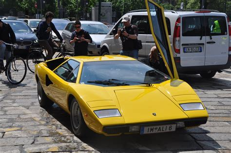 crashed lamborghini countach lambo countach lp400 before the crash startup fails and