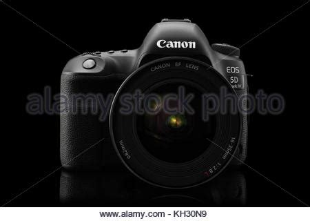 canon 5d mark iv camera with canon ef 70 200 mm f/4 ii usm