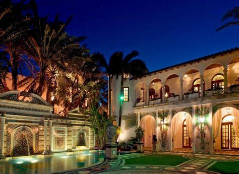 Miami S Versace Mansion Sells For 41 5 Million At Auction Versace House South Miami