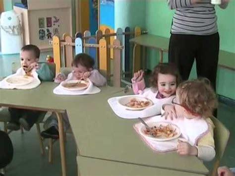 imagenes niños almorzando as 237 comen los ni 241 os y ni 241 as del aula de caracoles y