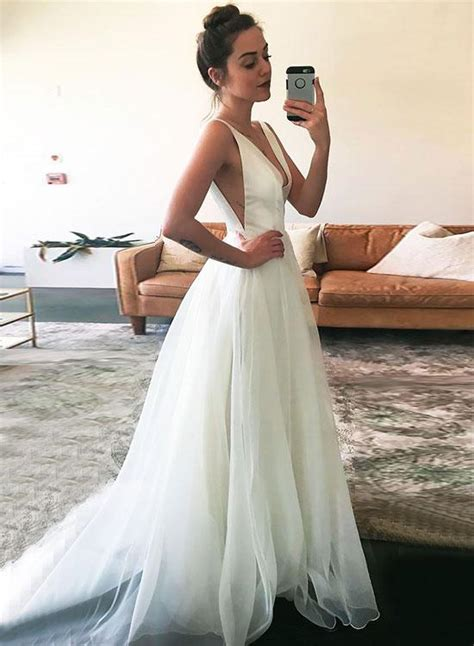 simple white  neck wedding dresssleeveless   prom