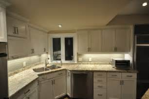 Kitchen Led Lighting Under Cabinet by Under Cabinet Lighting Options For Your Kitchen