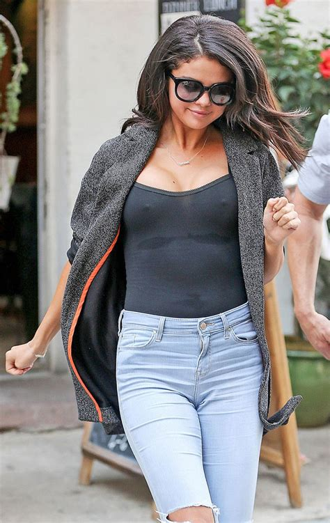 selena gomez looking yummy hollywood onehallyu
