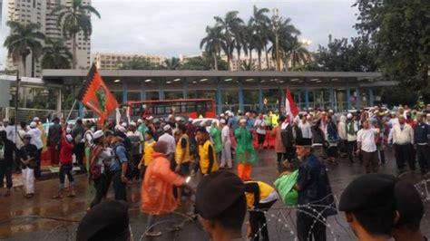 Kaos Front Pembela Islam 2 massa fpi tertib tinggalkan mapolda metro jaya tribun medan
