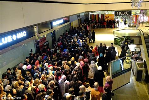 Trafford Centre Gift Cards Online - boxing day sales bargain hunters queue from midnight in a 163 3billion bonanza as