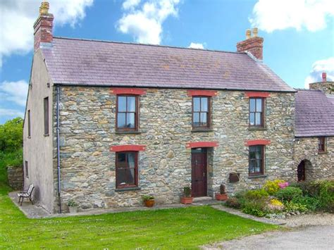 friendly cottages wales gwryd bach farmhouse pet friendly cottage st davids