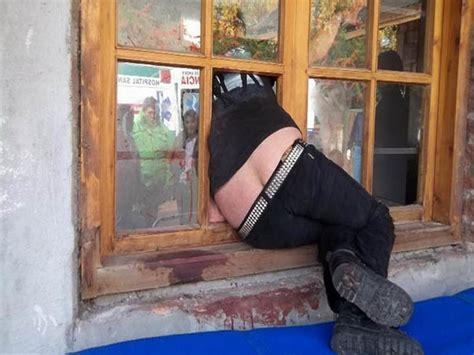 Atorada En La Ventana Xnxxx | quiso robar y qued 243 atorada en la ventana taringa