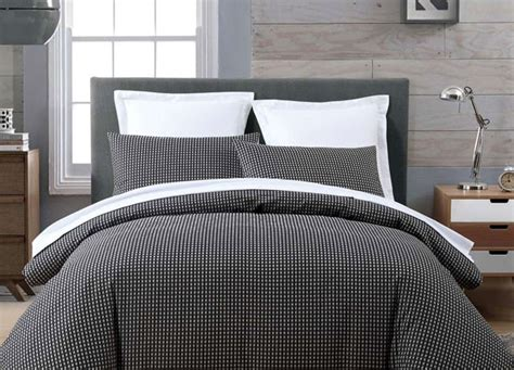 bedding for guys a gentlemen s guide to buying bed linen sheets with style