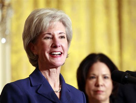 katheryn sebelius hair style grannyhair gray hair trend become popular for all ages