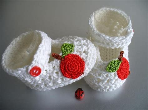 Handmade Baby Baskets - diy baby gifts ideas for baby shower basket