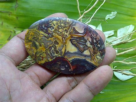 batu fosil tombak dayak batu gambar bertuah sanggar bertuah batu mustika