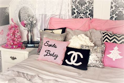 14 lovely girly diy room decor ideas my pink christmas themed room decor girly glam and