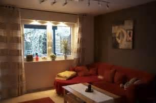 raffrollo aufhängen wohnzimmerm 246 bel aus paletten