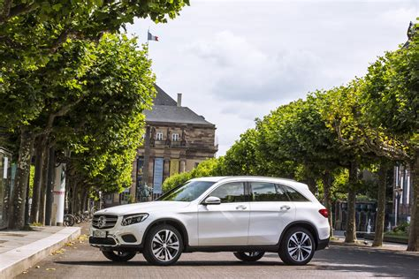 mercedes to boost electric range of in hybrids as it