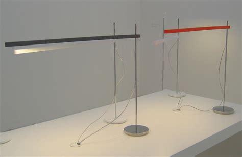lade da tavolo design artemide scopri lada da tavolo talak tavolo fluo bianco cromo