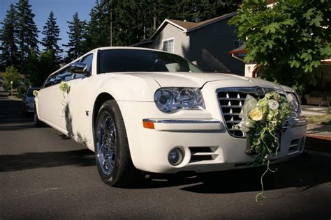 Wedding Limousine by The Luxuriousness Of Wedding Limousine Sang Maestro