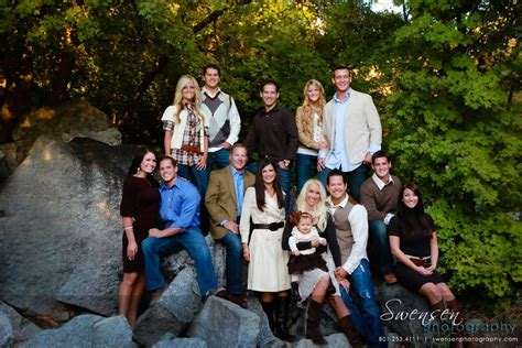 best colors to wear for pictures outdoor family portrait ideas what colors to wear for