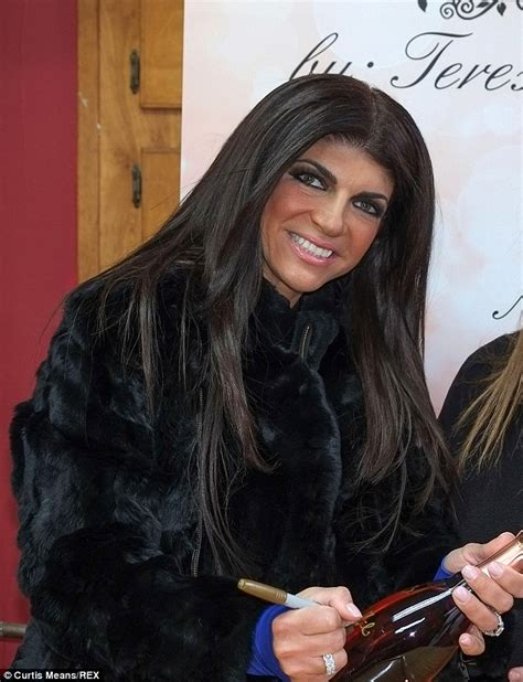 Theresa Guidice Without Extentions | teresa giudice fears she ll look bald without her