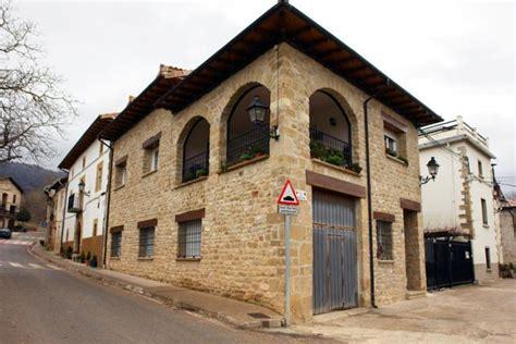casa con portico casa con porticos riezu navarra