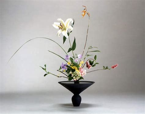 floral arranging ikebana the art of japanese flower arranging