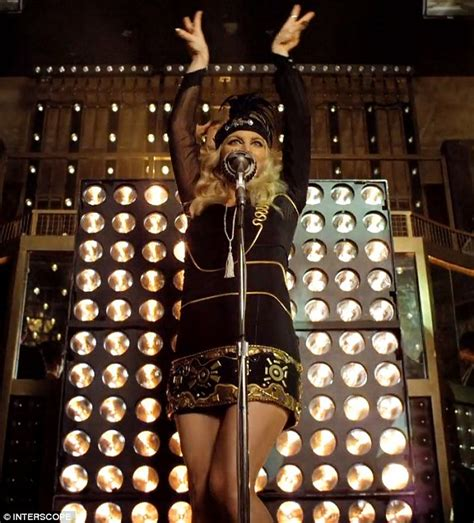 theme song in the great gatsby fergie turns flapper in glamorous 1920s outfits in new