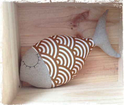 Poisson Dormeur coussin poisson dormeur en et tissu japonais ocre et