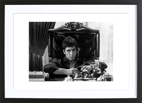 scarface schlafzimmer al pacino in scarface als poster im holzrahmen juniqe