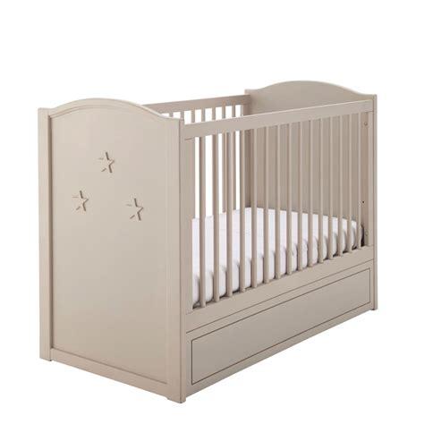 lit bebe en bois lit b 233 b 233 224 barreaux en bois beige l 126 cm circus maisons du monde