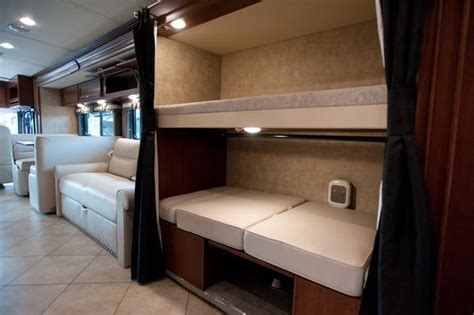 Rv Bunk Bed Mattress Rv 2014 The Winnebago Forza Is A 38ft Rv That Uses A Sleek Aesthetic Look Features 2