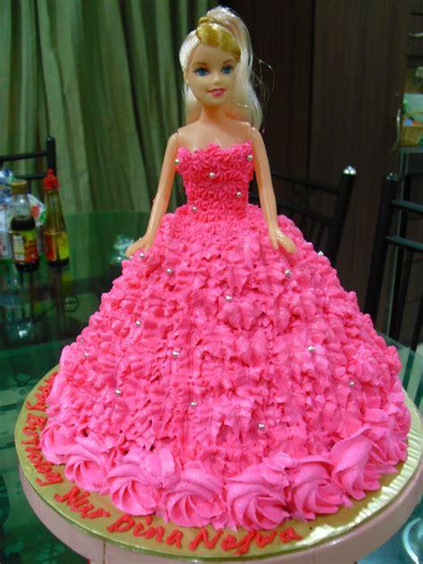 doll design birthday cake dreamer cupcakes