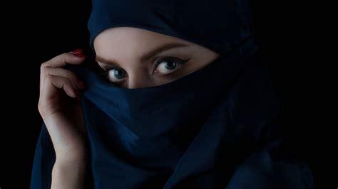imagenes mujeres rebeldes hackers sirios posan como mujeres hermosas para robar