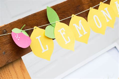 Printable Lemonade Banner | free printables to make your lemonade stand extra sweet