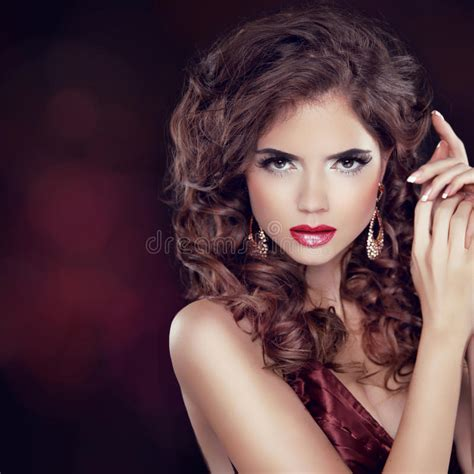 download videos of making hairstyles beauty fashion woman portrait jewelry wavy hairstyle and