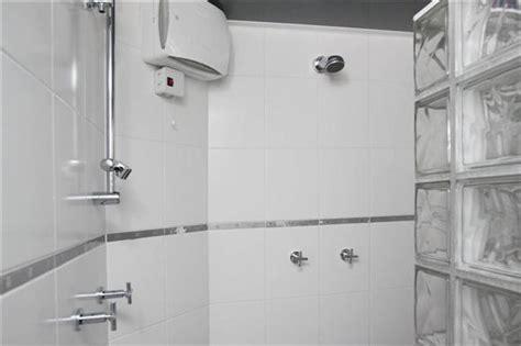 sierstrip tegels sierstrip badkamer vervangen werkspot