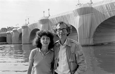 christo biography artist 1985 christo christo and jeanne claude at the pont neuf