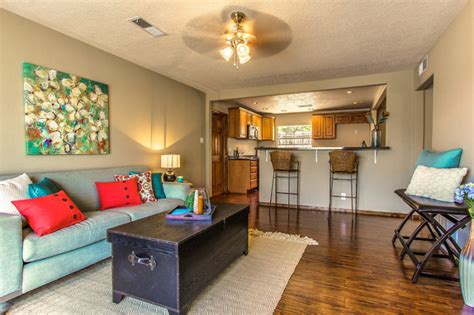 staging a living room to sell tips for staging your home to sell