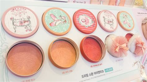 Etude Blush On etude house dreaming swan store display and