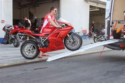 Motorrad Ohne Verkleidung Fahren by Motorradtransport Im Transporter So Gehts Motorradblogger