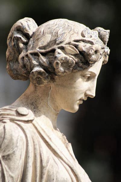 statua co dei fiori statua greca di pietra polished della donna foto su it