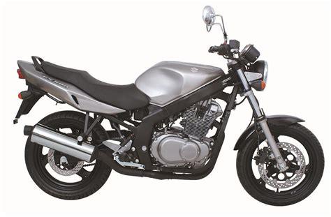 04 Suzuki Gs500 Suzuki Se Pone Retro Con El Reestreno De Las Gs500 Y